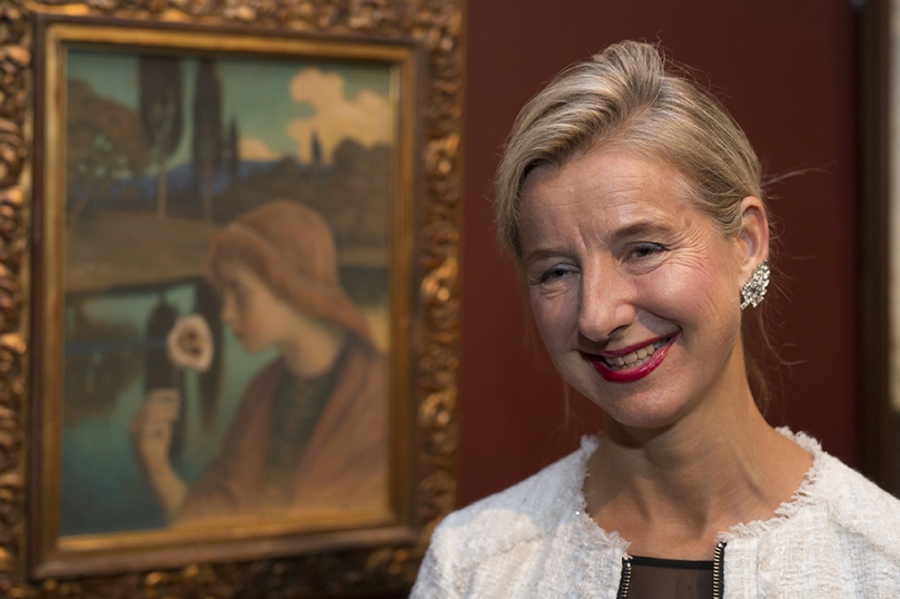 Prof. Juliet Simpson at the Ateneum Art Museum, photographed with Väinö Blomstedt's painting Francesca, 1897, on display in the 'Stories of Finnish Art' exhibition of works from the Museum's collection. Photo: Finnish National Gallery / Hannu Aaltonen