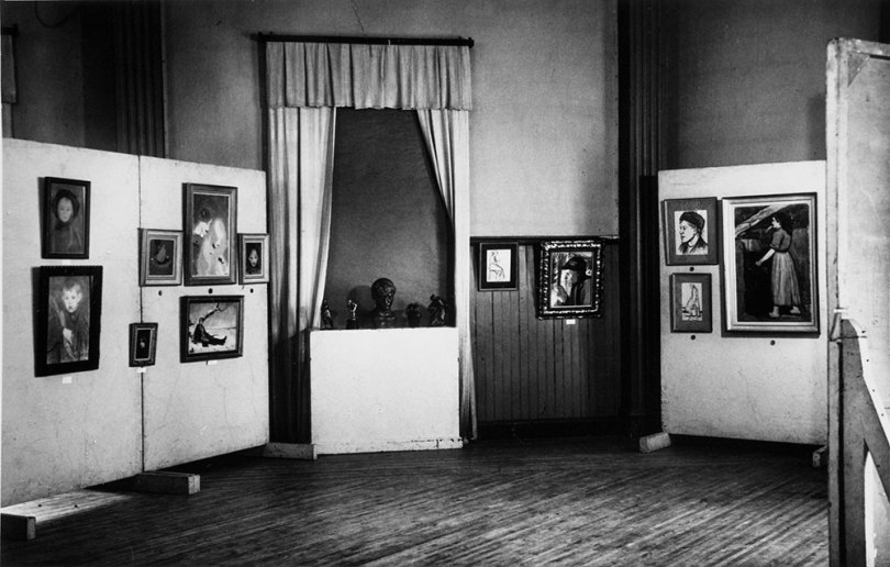 The first touring exhibition organised by the Fine Arts Academy of Finland, 'From Edelfelt to Sallinen – The Masterpieces of Finnish Art', here shown mounted in Kajaani in 1951. Photographer: M. Hynninen. Archive Collections, Finnish National Gallery